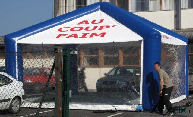 Tente gonflable personnalisée avec marquages pour snacks et buvettes.