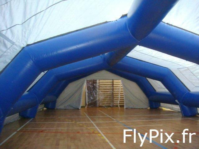 Abri gonflable en PVC pour prestations événementielles.
