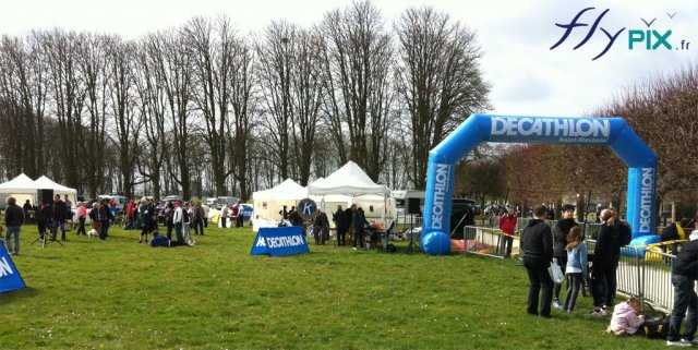 arche-gonflable-publicitaire-decathlon-competition-sportive-1