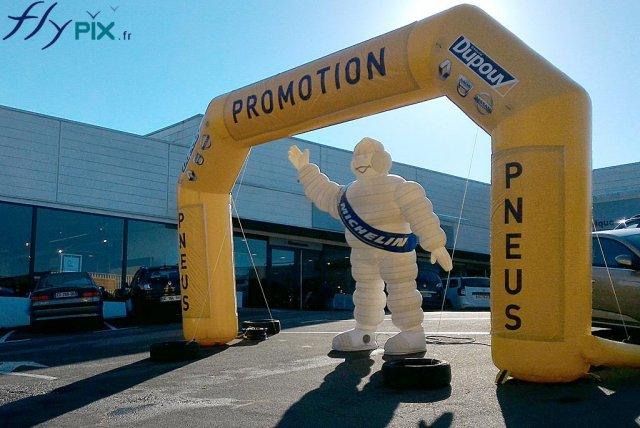 Arche gonflable publicitaire concessionnaire auto Michelin