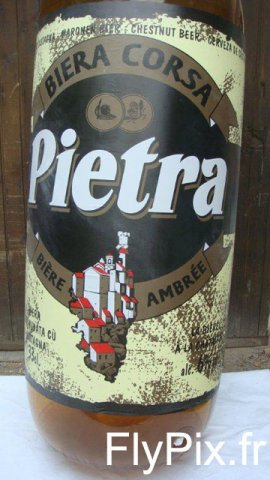 Etiquette en impression numérique couleur sur un ballon en forme de bouteille de bière de la marque Pietra