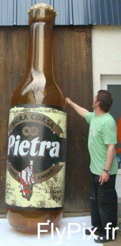 Ballon en forme de bouteille de bière fabriqué pour la marque Pietra.