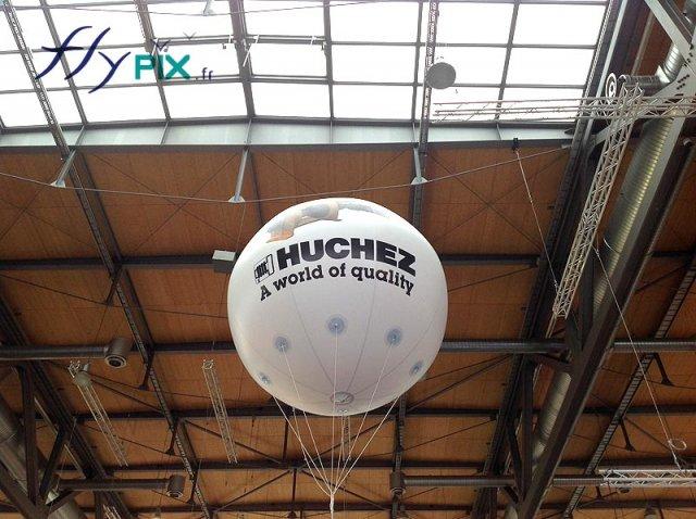 ballon-publicitaire-helium-spherique-avec-marquage-d-un-logo-personnalise