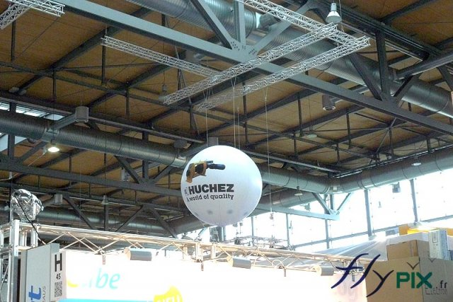 ballon-publicitaire-helium-spherique-survol-stand-salon-professionnel