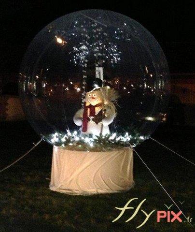 Ballon publicitaire sphérique personnalisé: boule de Noël ou boule de neige
