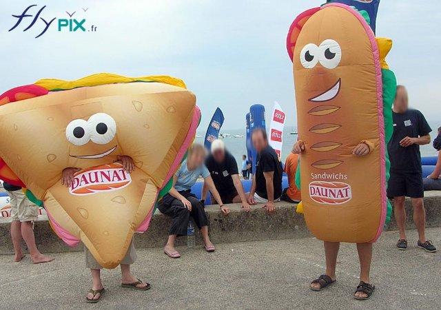 2 personnages gonflables publicitaires \ hommes sandwiches