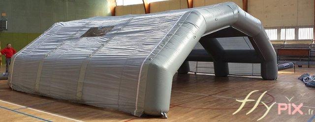 Tente gonflable de protection pour travaux, rénovation et restauration de piscine.