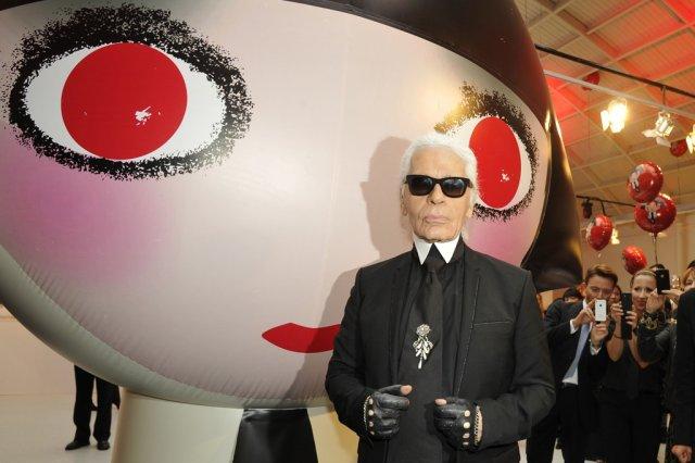 Structure gonflable personnalisée fabriquée pour une exposition de Karl Lagerfeld pour le lancement de la marque Shu Uemura.