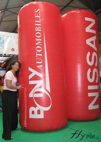 Totems gonflables publicitaires Nissan