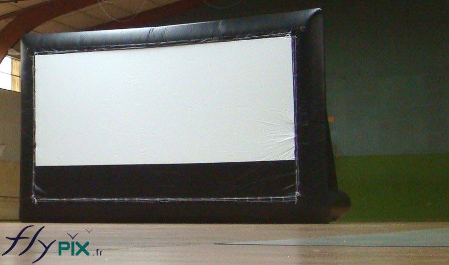 structure gonflable cran de projection cin ma. Black Bedroom Furniture Sets. Home Design Ideas