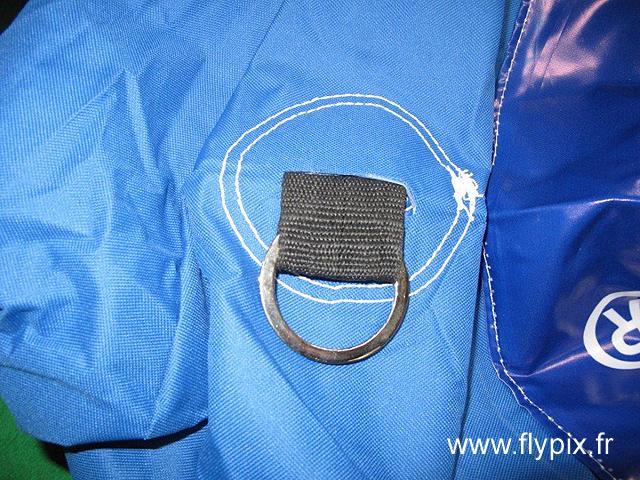 Crochet de fixation de haubans pour l'arche gonflable